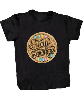 Camiseta Stay Strange gofre